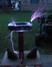 http://electrolibrary.info/tesla/pics/Operating_tesla_coil.jpg